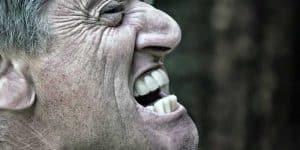 Penyebab Gigi Sensitif